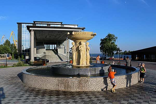 площадь речного вокзала Сызрань