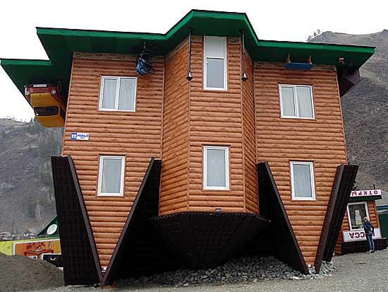 Перевернутый дом в с.Манжерок.