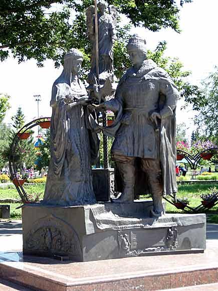 памятник Петру и Февронии в Бийске