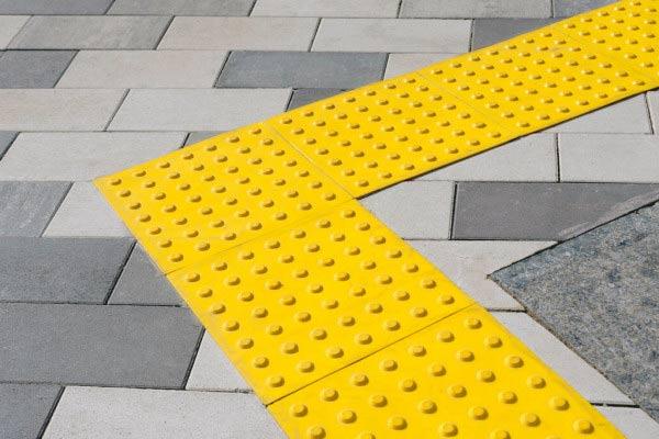 тактильная-тротуарная-плитка